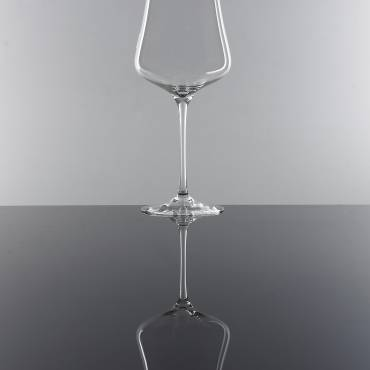 THE WINE GLAS